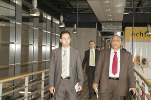 Politicians and influential entrepreneurs flock to Intersolar from all over the world. Picture: The former Indian Minister for Renewable Energies, Shri Vilas Muttemwar at Intersolar 2007.