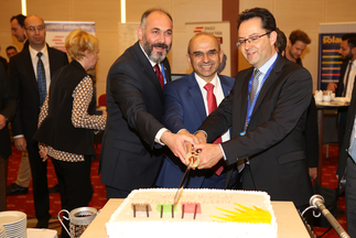 What would a birthday be without cake? Günder, the Turkish section of the International Solar Energy Society (ISES), surprised Markus Elsässer, CEO of Solar Promotion GmbH, at the Intersolar Summit in Turkey with a sweet treat.